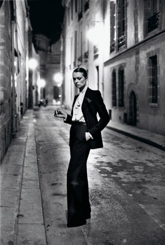 yves-saint-laurent-french-vogue-rue-aubriot-paris-1975-c-helmut-newton-estate_W1077_H1600_H1600_Q85 (1)
